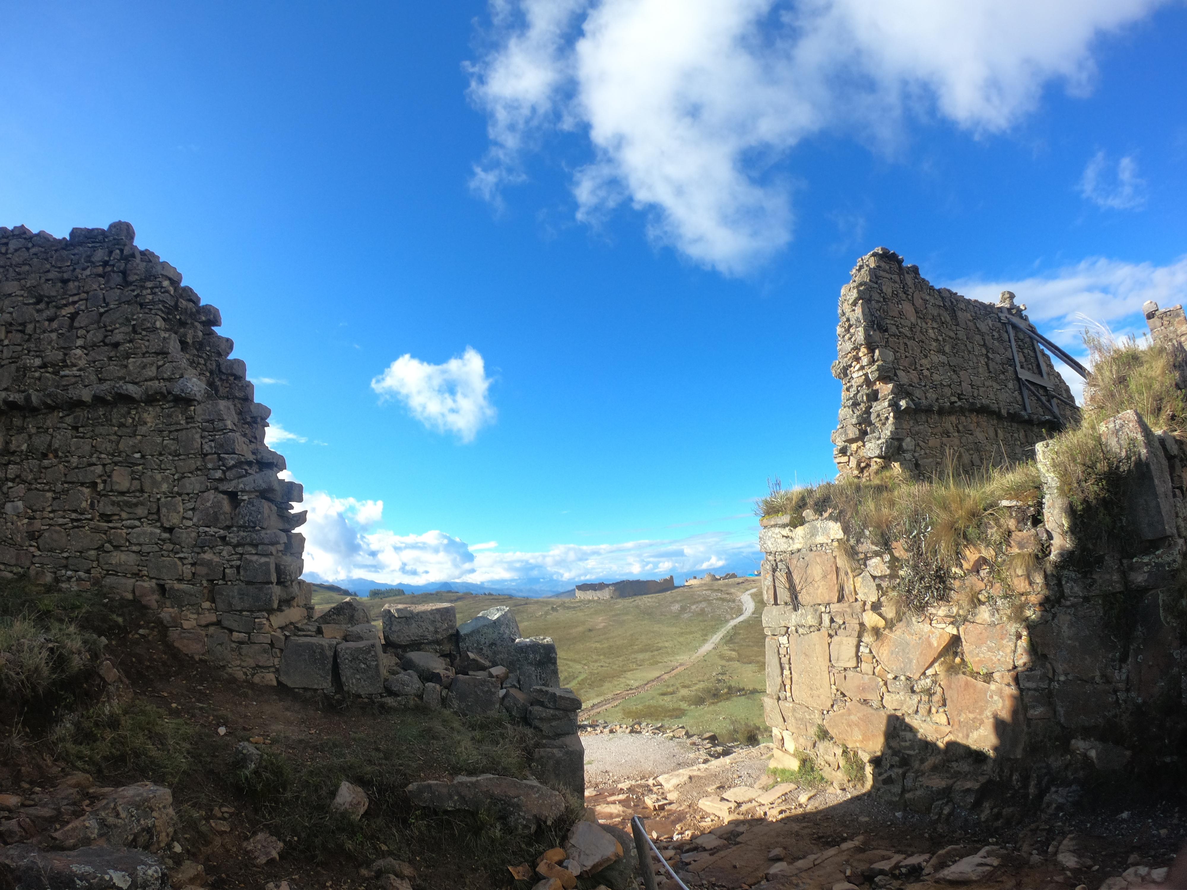 La portada Oeste - Marcahuamachuco