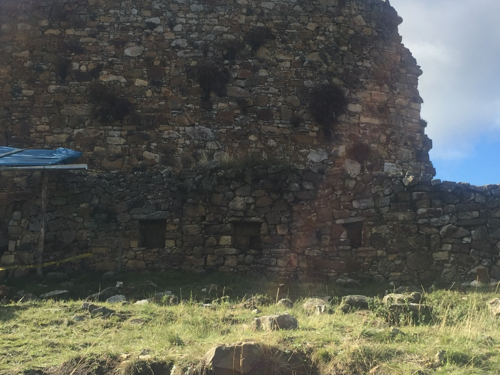 Salón con nichos - Marcahuamachuco